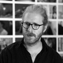 Daniel Jablonski é artista visual, professor e pesquisador independente